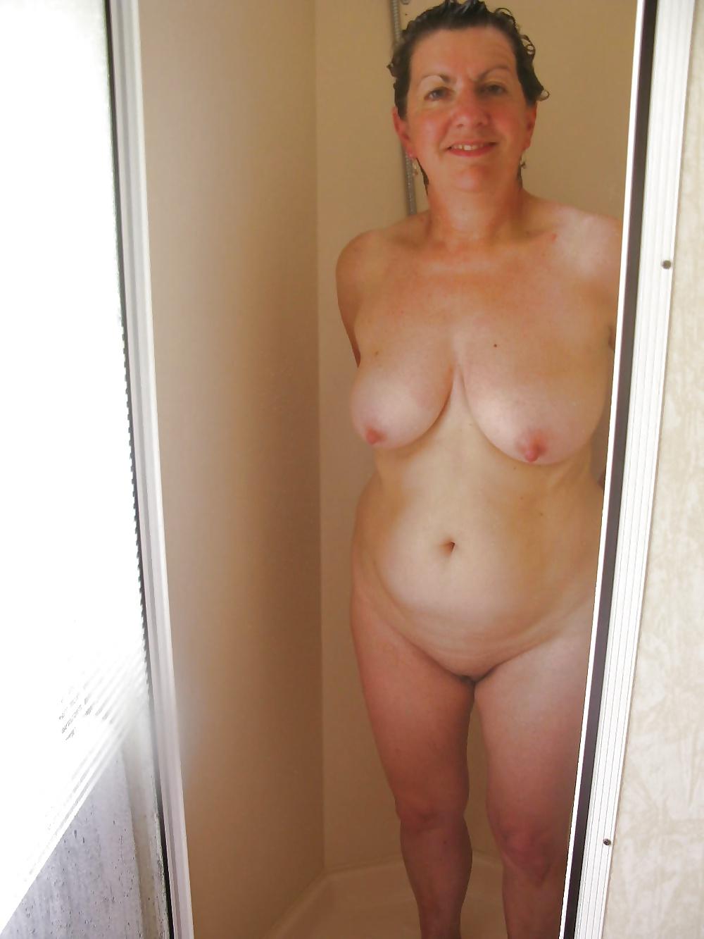 30-40 år gamla kvinnor i sexig position i fria bilder