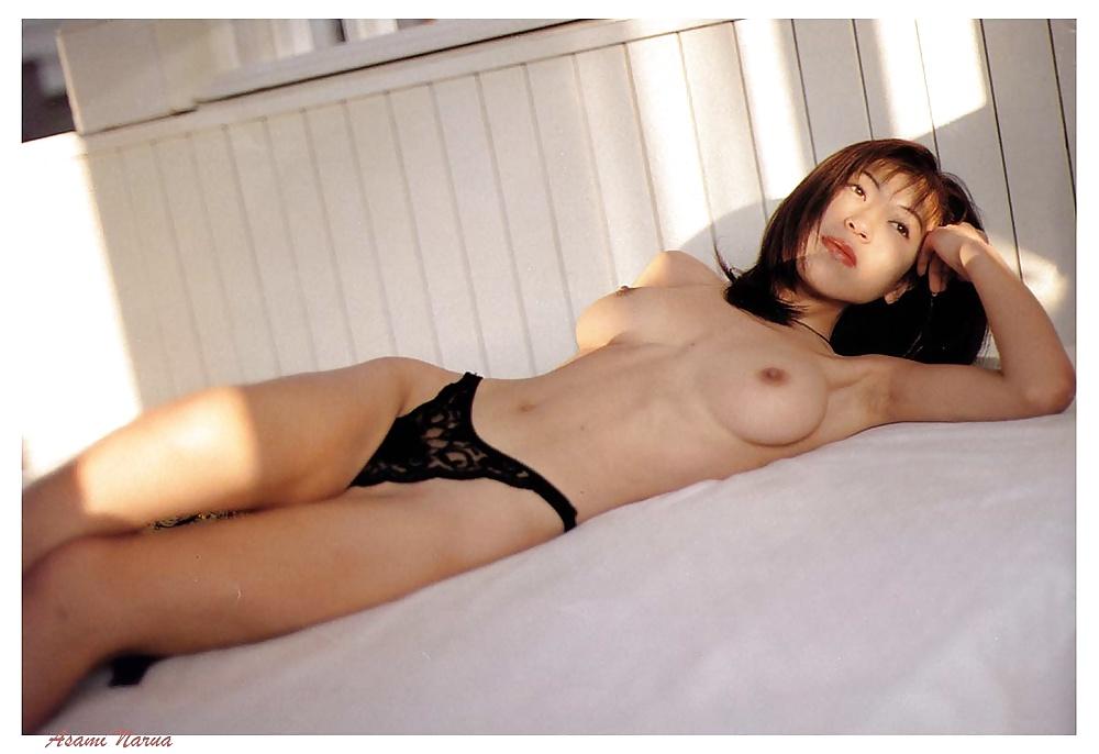 Skönheter från utlandet i olika situationer i nakna bilder