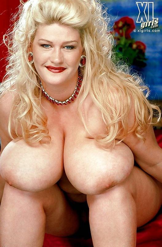 Stora bröst i nakna bilder