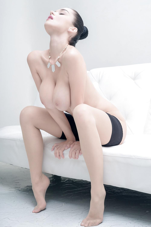 Fasta bröst i olika nakna bilder