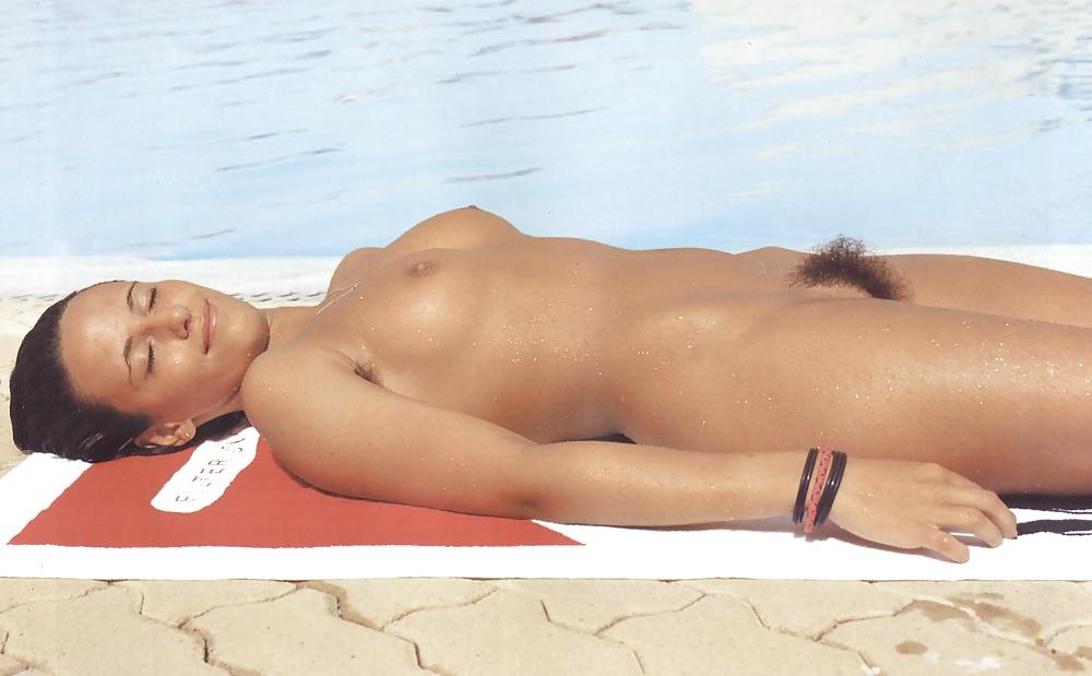 Skönheter med brunt hår i nakna bilder