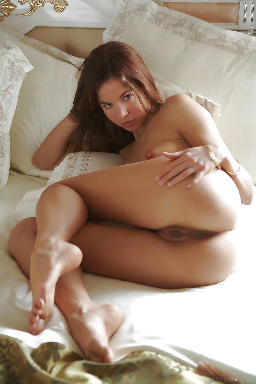 Morgonbilder av vacker brunett gratis