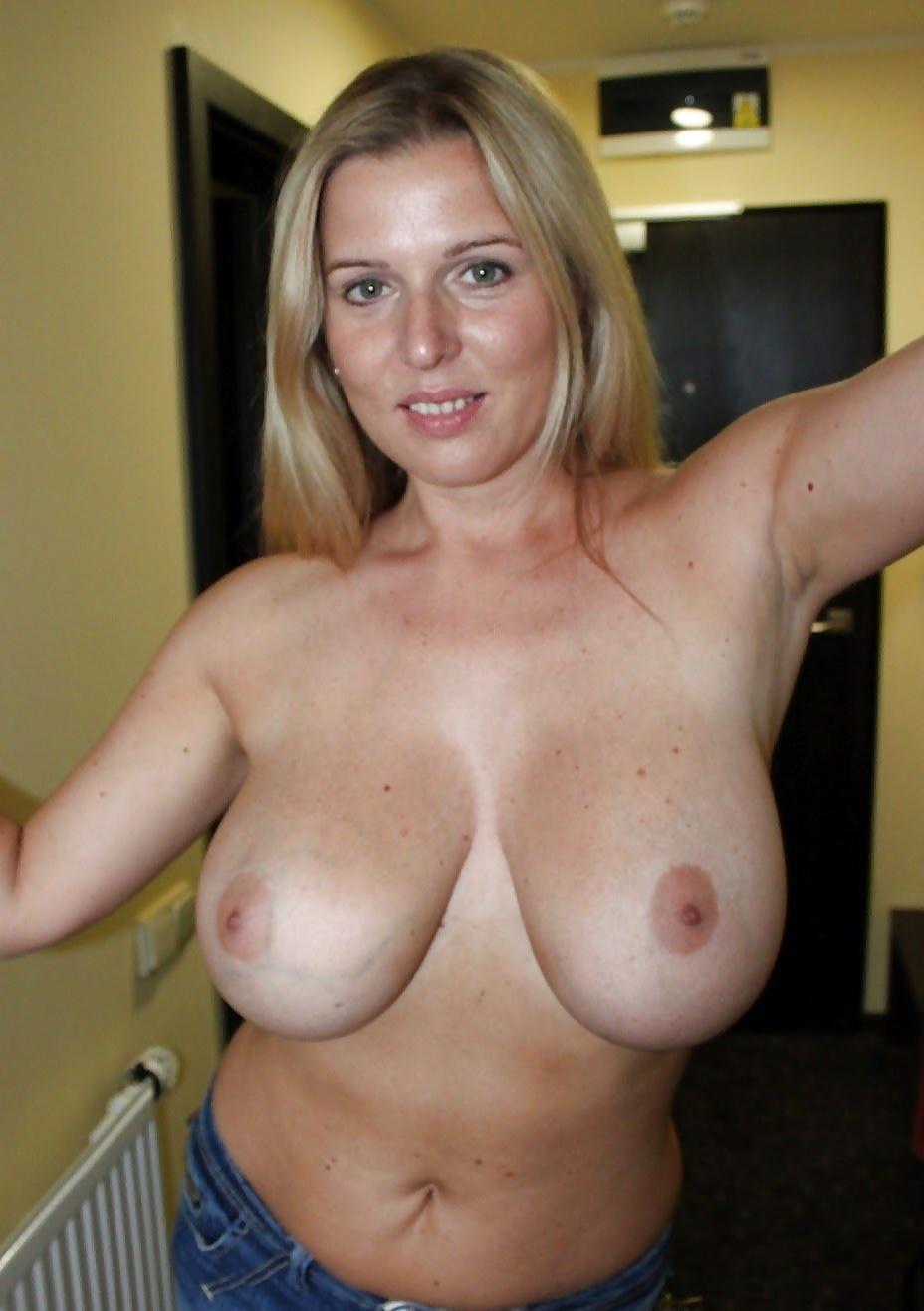 Bröst i varje position, heta sexiga nakenstudier