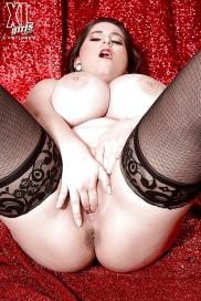 Stora bröst onanerar i fria bilder